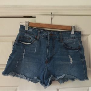 High waisted cut-off jean shorts